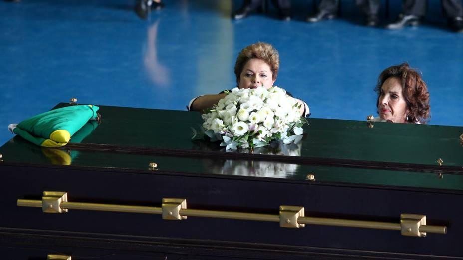 Dilma Rousseff durante cerimônia de chegada a Brasília dos restos mortais do Presidente João Goulart