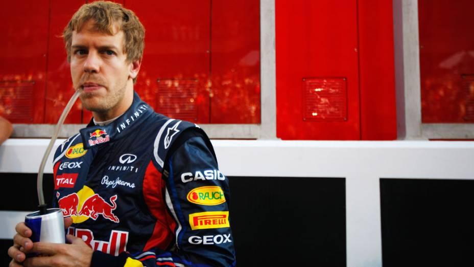 Sebastian Vettel, da Red Bull Racing, durante o GP de Abu Dhabi. O campeão da temporada abandonou a corrida após um pneu furado
