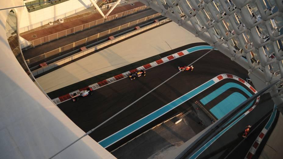 Visão geral de trecho do circuito de Yas Marina, no GP de Abu Dhabi