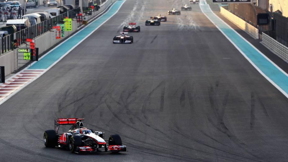 Lewis Hamilton, da McLaren, lidera o GP de Abu Dhabi