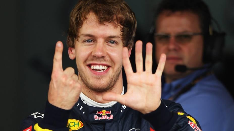 Sebastian Vettel comemora sua 15ª pole position durante o GP do Brasil, 2011