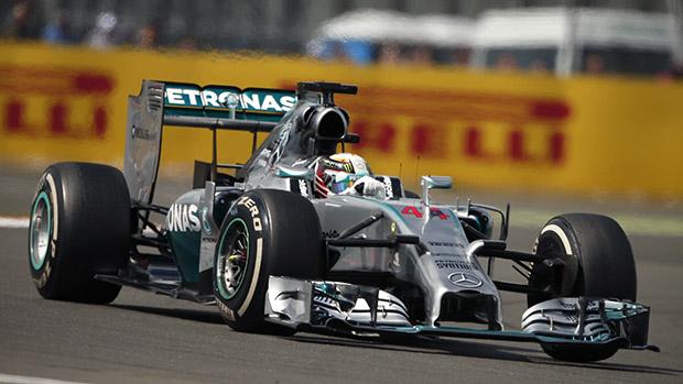 Lewis Hamilton durante corrida em Silverstone