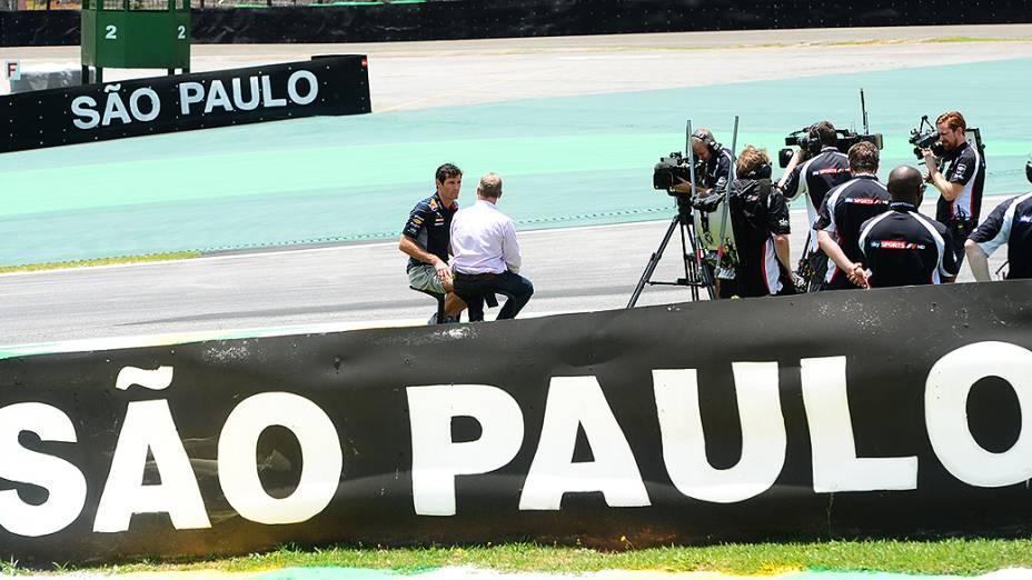 Mark Webber dá entrevista no circuito de Interlagos, em São Paulo
