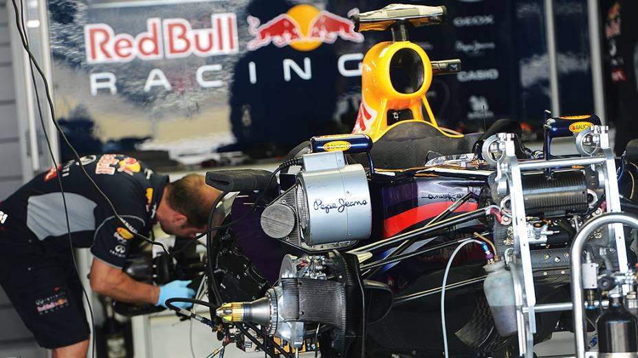 Movimentação no box da Red Bull no circuito de Interlagos, em São Paulo