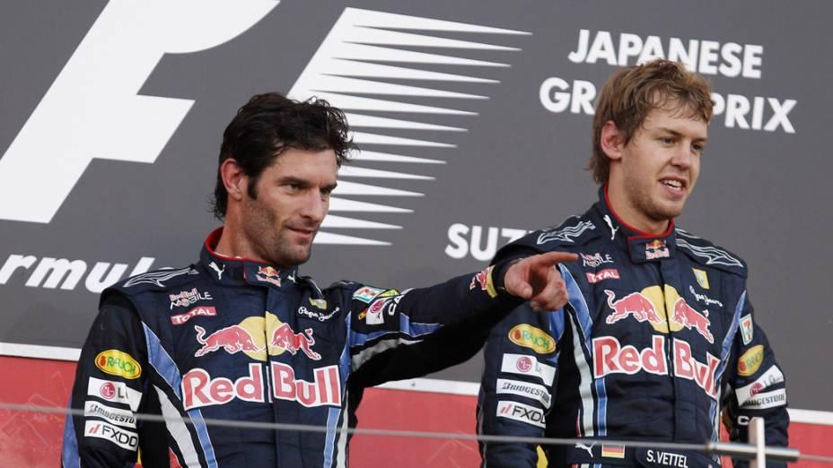 Sebastian Vettel (direita) e Mark Webber comemoram, respectivamente, o primeiro e segundo lugar no GP do Japão. A dupla da RBR foi seguida por Fernando Alonso no terceiro lugar. 10/10/2010