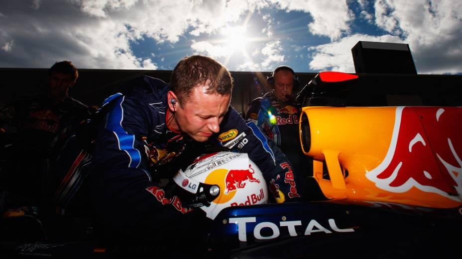 Piloto Sebastian Vettel prepara-se para a largada do GP do Japão. 10/10/2010