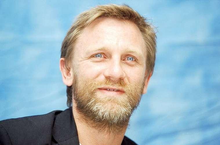 Em 2007, o James Bond Daniel Craig deixou a barba crescer para não ser reconhecido pelos fãs. Ele disse que queria andar pelas ruas normalmente