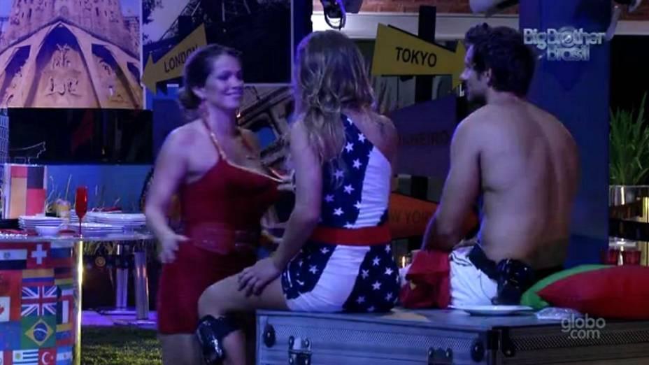Fani e Natália na festa Volta ao Mundo do BBB 13