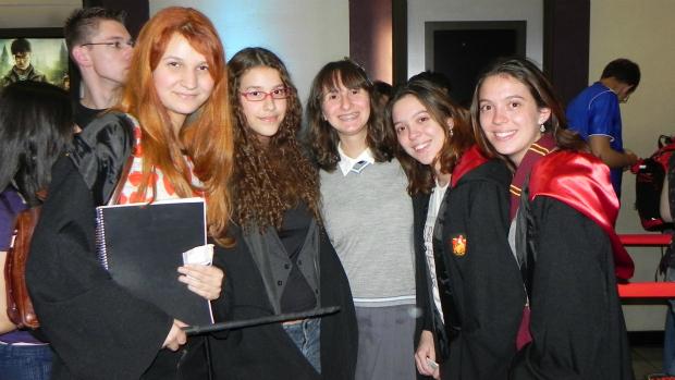 As amigas Clara Barreto, Marina Barreto, Ana Gasparetto, Marjorie Marin e Pollyana Marin cresceram junto com Harry Potter e foram à pré-estreia para se despedirem da saga