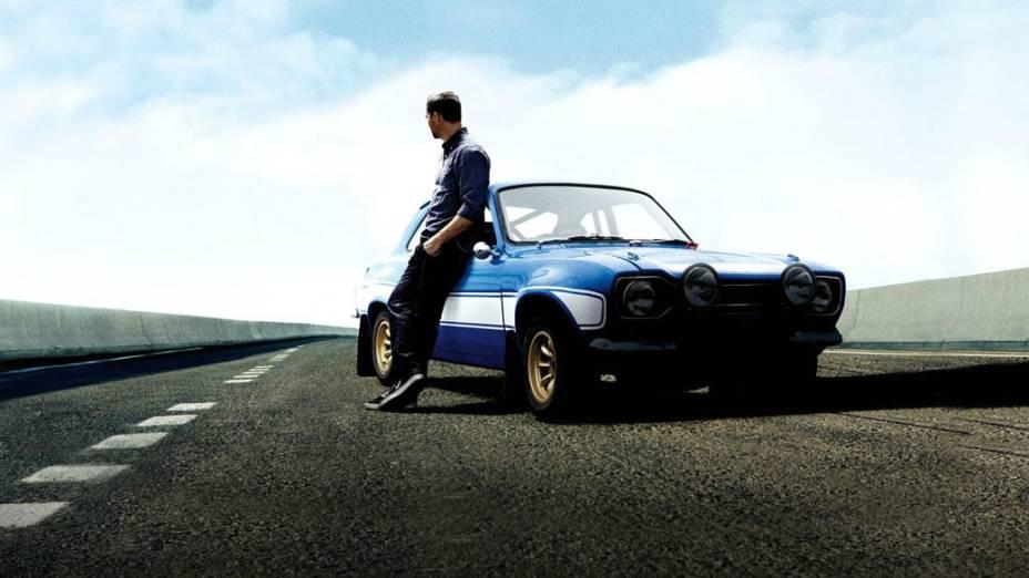 """Brian OConner (Paul Walker) posa ao lado de um Ford Escort RS1600 1970. A sigla resumia o termo """"Rallye Sport"""" e o motor 1.6 16V de 113 cv"""