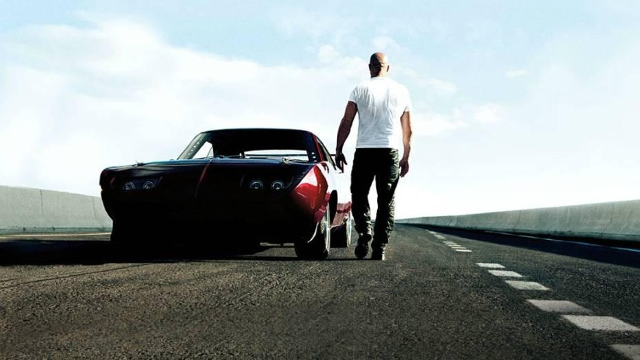 Dom Toretto (Vin Diesel) e seu Dodge Charger Daytona 1969. Concebido para disputar a Nascar, o modelo de bico afiado e aerofólio alto foi o primeiro carro da categoria a bater a marca das 200 milhas por hora na pista