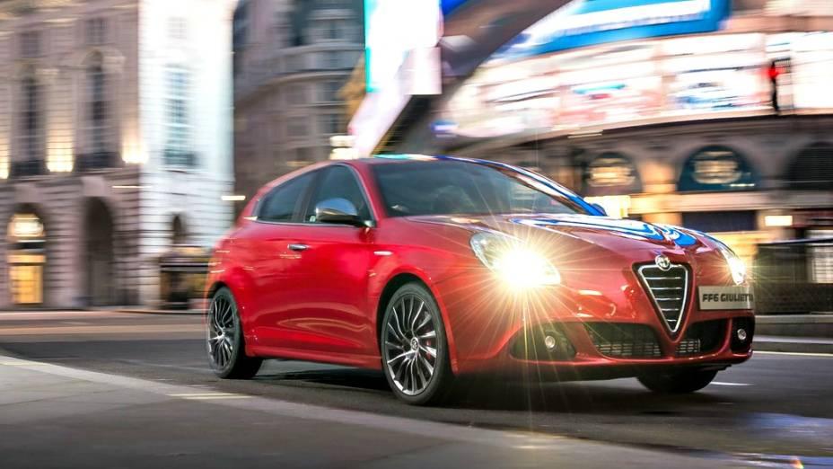Um insólito Alfa Romeo Giulietta faz uma ponta no filme