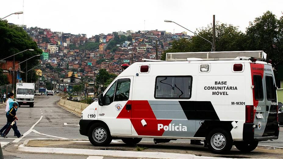 Uma Base Comunitária Móvel foi instalada na Vila Brasilândia, em São Paulo