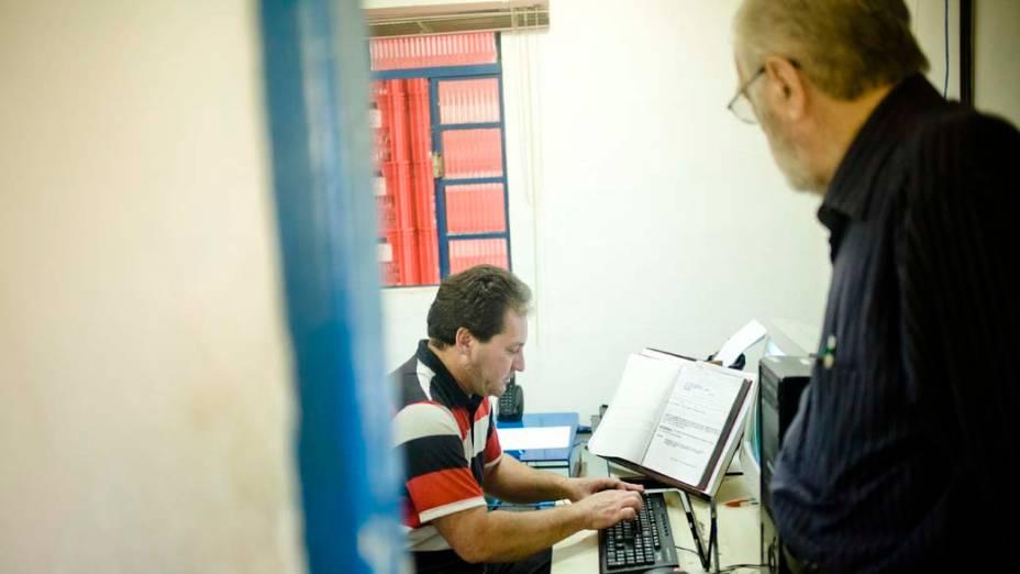 Durante mais de cinco anos, o médico patologista Luiz Celso Mattosinho França supervisionou a catalogação do acervo de 1.187.380 pedaços de órgãos humanos