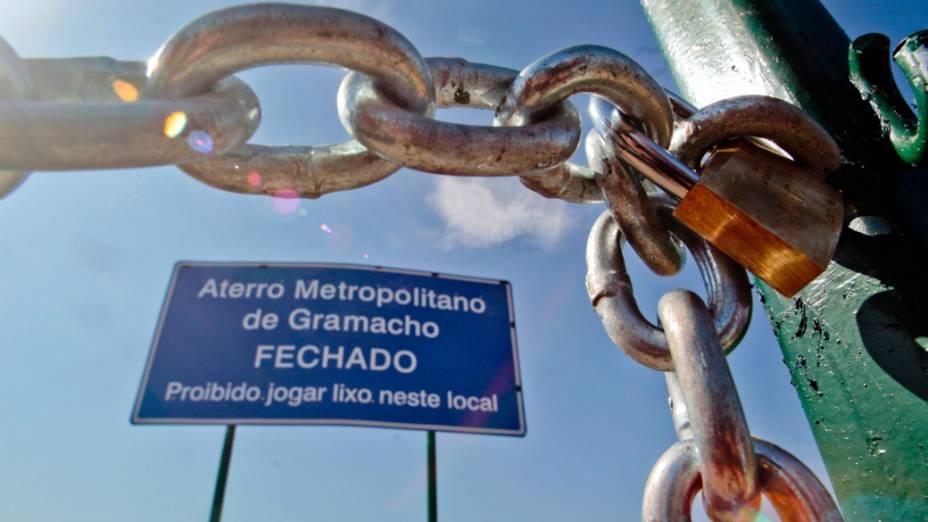 Após mais de 30 anos de funcionamento, o lixão de Gramacho, em Duque de Caxias, teve suas atividades encerradas