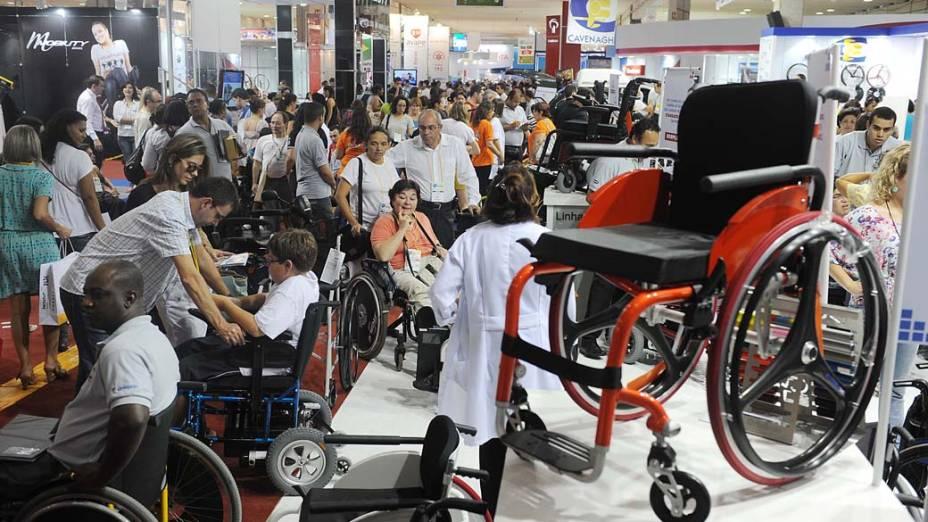 Público nos corredores da feira Reatech que acontece no Centro de Exposições Imigrantes, em São Paulo