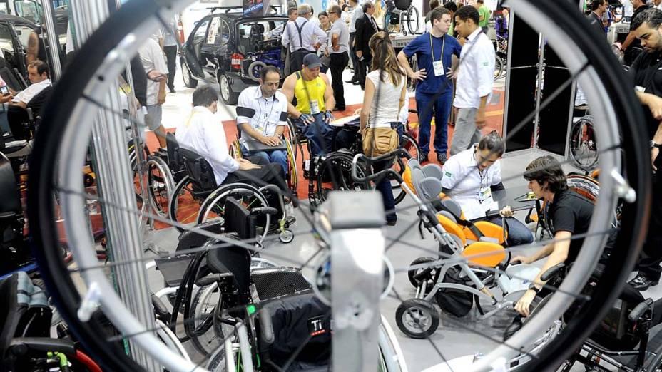 Visitantes na feira Reatech que acontece em São Paulo