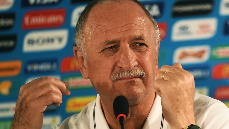 Felipão, o técnico da Seleção Brasileira de Futebol, durante uma coletiva de imprensa, neste domingo (22), em Brasília