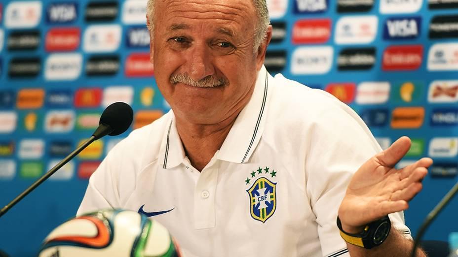 O técnico da Seleção Brasileira de Futebol, Luiz Felipe Scolari, durante coletiva de imprensa nesta sexta-feira (27)