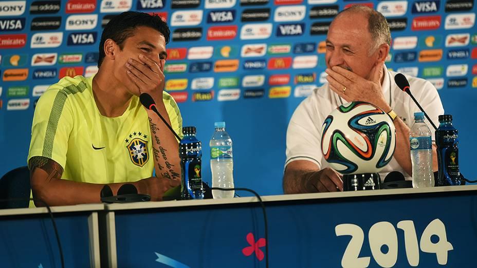 Thiago Silva e Luiz Felipe Scolari durante coletiva de imprensa, em Brasília