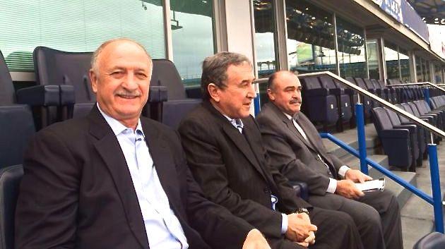 A comissão técnica da seleção brasileira em camarote do estádio do Chelsea, em Londres