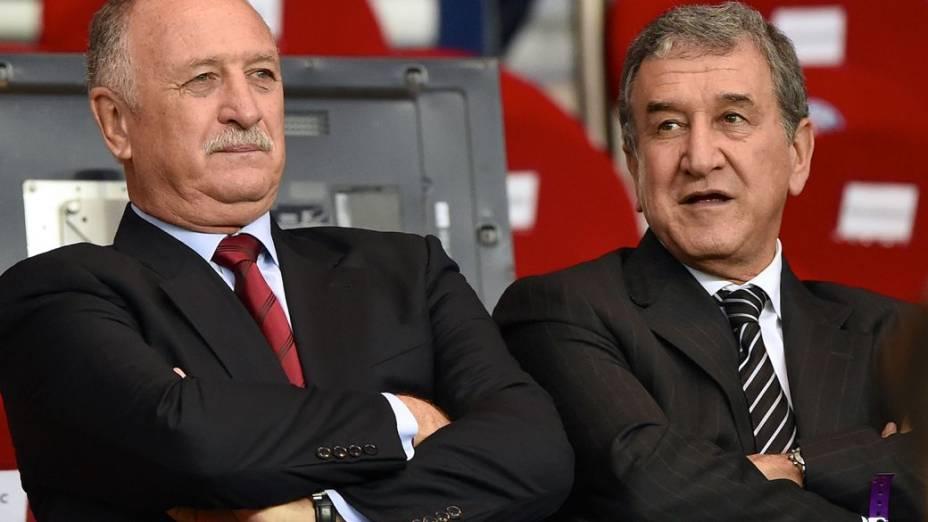 Felipão e Parreira assistem ao jogo entre PSG e Chelsea, pela Liga dos Campeões 2014, em Paris
