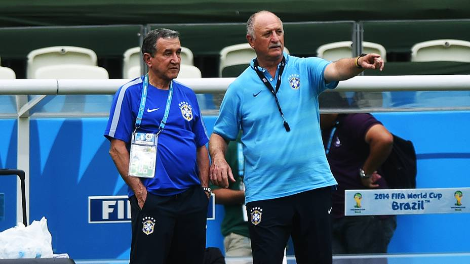 Parreira e Luiz Felipe Scolari durante treino da seleção brasileira no Castelão, em Fortaleza
