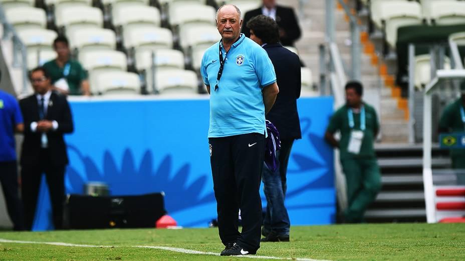 O técnico Luiz Felipe Scolari durante o treino da seleção antes do jogo contra o México no Castelão, em Fortaleza