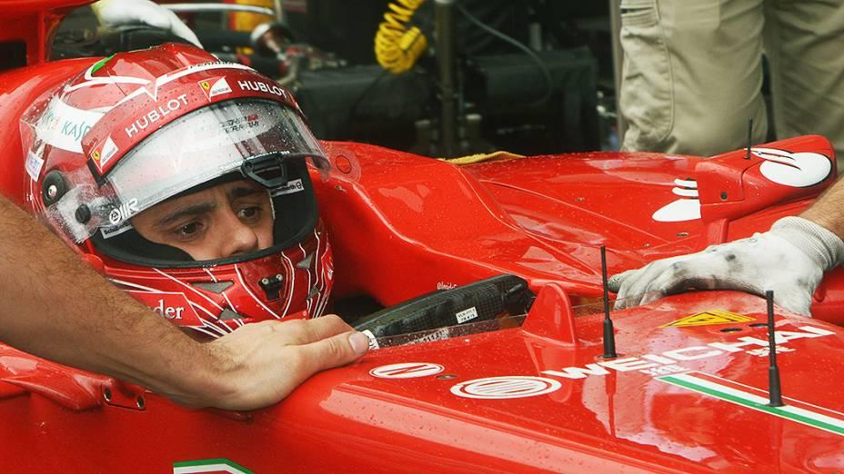 Felipe Massa durante o segundo dia de treino livre no circuito de Interlagos, em São Paulo