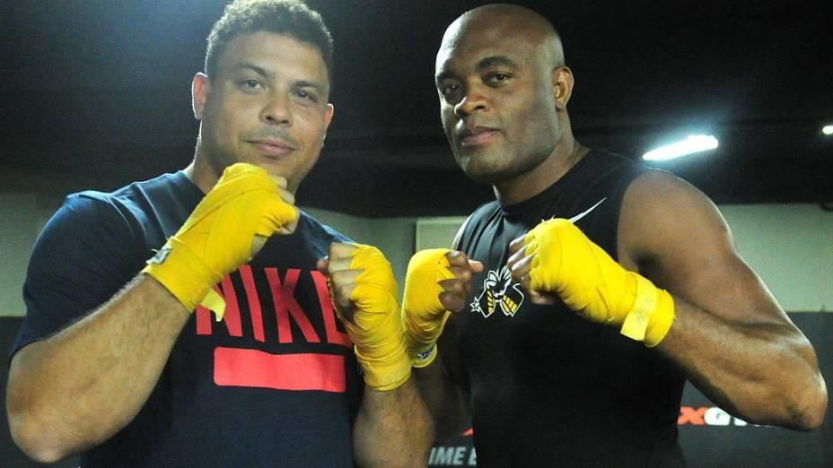 Fenômeno encara Spider em treino de MMA