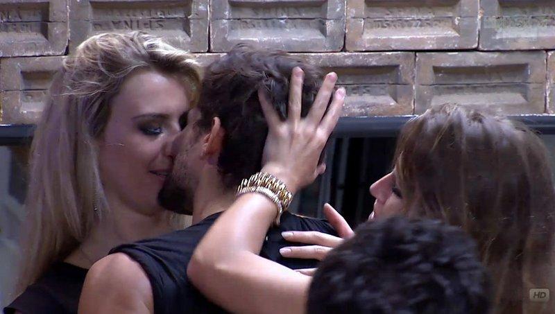 Fernanda e André ficam e se desentendem