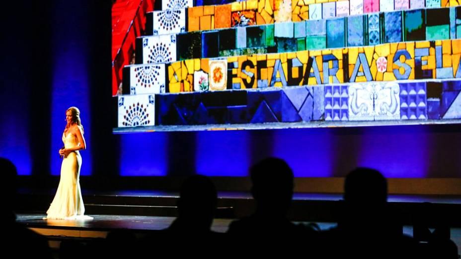 Modelo Fernanda Lima apresenta o Congresso da Fifa, em São Paulo