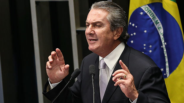 Fernando Collor, do PTB, é eleito senador do estado do Alagoas