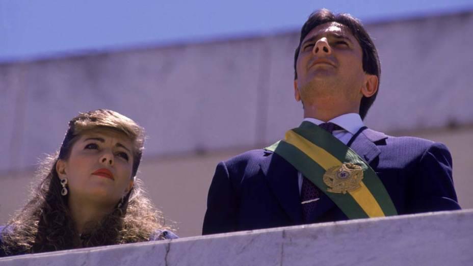 Rosane e Fernando Collor de Mello, com a faixa presidencial, durante posse da Presidência da República