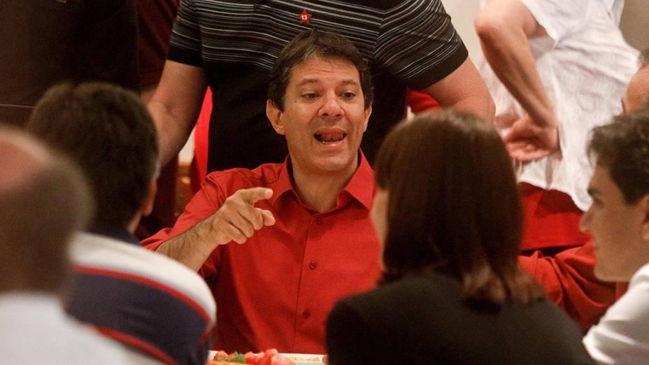 Fernando Haddad (PT), durante café da manhã com dirigentes dos partidos da coligação, em São Paulo