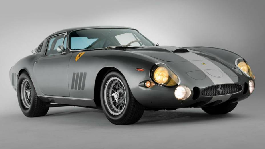 Modelo que será leiloado fez parte de série de três veículos feitos para competir em Le Mans