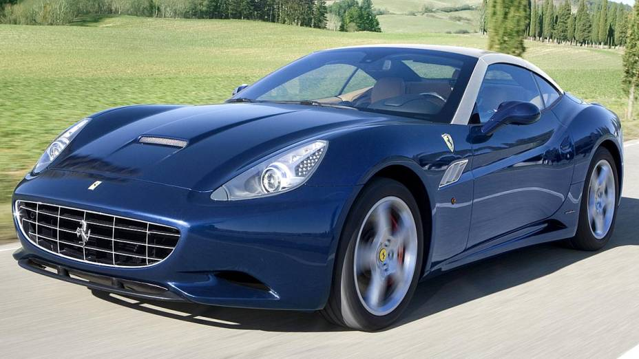 Ferrari California 2013: 490 cavalos e 0 a 100 km/h em 3,8 segundos