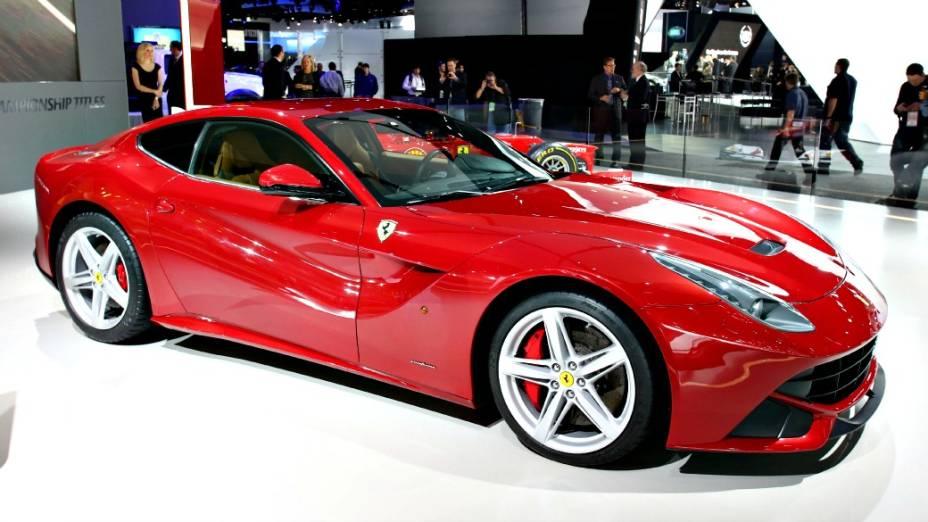 Ferrari F12berlinetta - A Ferrari mais potente da história finalmente deu o ar da graça em Detroit, quase 12 meses após ter sido apresentada pela primeira vez ao público, no Salão de Genebra, na Suíça, em março de 2012. A substituta da 599 Fiorano traz um motor V12 6.3 capaz de produzir 740 cv de potência a 8.500 rpm e 70 kgfm de torque