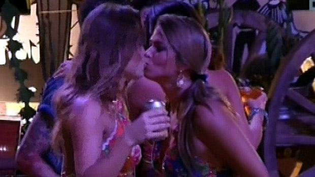 Selinho entre sisters na Festa do Cangaço