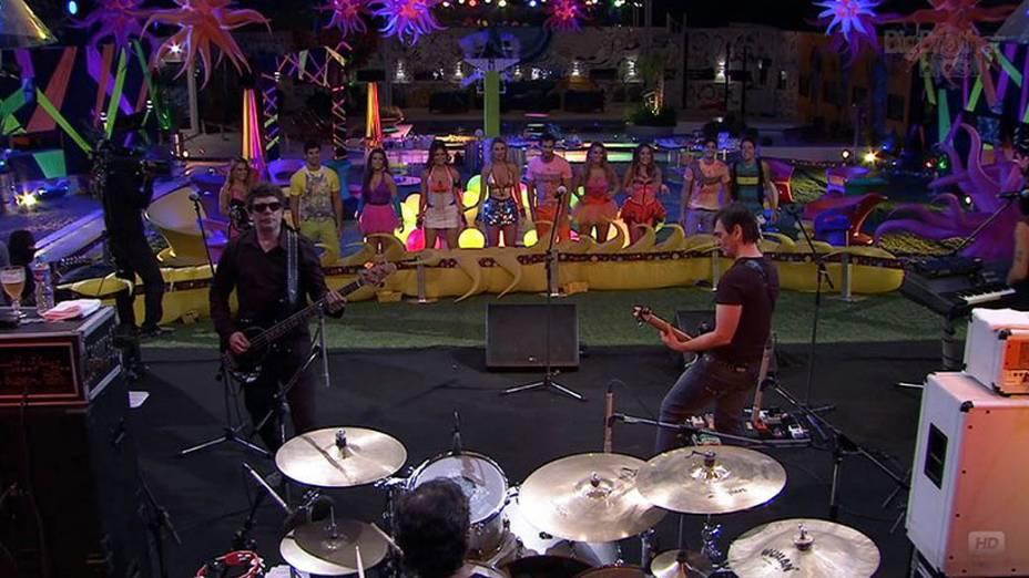 A banda Titãs  se apresentou na Festa Circo Mágico deste sábado (24), no BBB 13