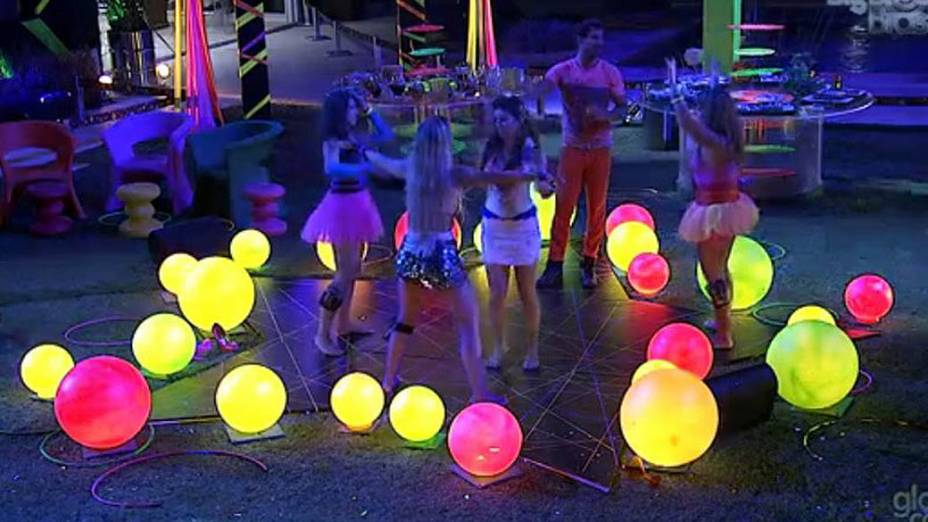 O tema da festa desse sábado no BBB 13 foi Circo Mágico