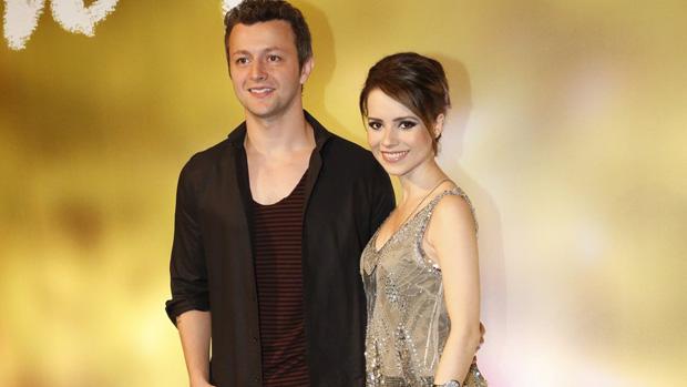 O casal Lucas Lima e Sandy no lançamento da novela Em Família