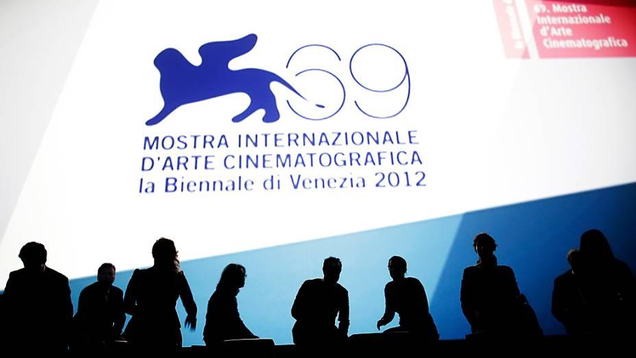 Membros do júri participam da cerimônia de abertura do 69º Festival de Veneza