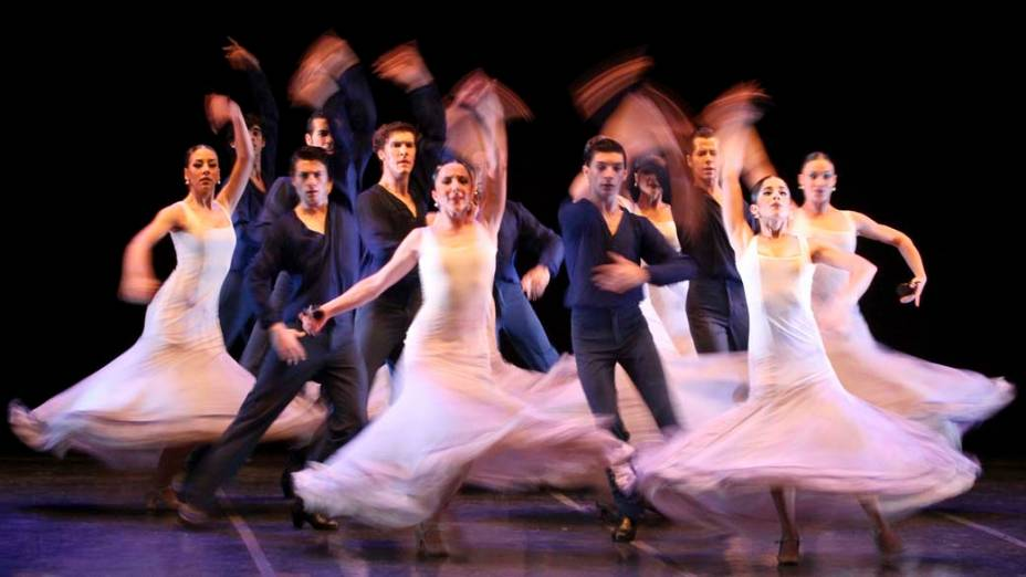 Apresentação do Conservatório Real de Dança da Espanha durante o VI Festival Internacional de Balet, na Colômbia