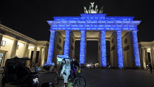 Portão de Brandemburgo iluminado na oitava edição do Festival das Luzes