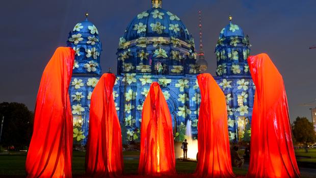 Instalação Keeper of Time durante o Festival das Luzes, em Berlim