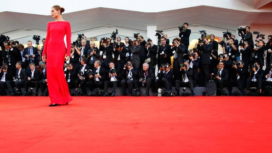 Atriz polonesa Kasia Smutniak, madrinha do Festival de Cinema de Veneza