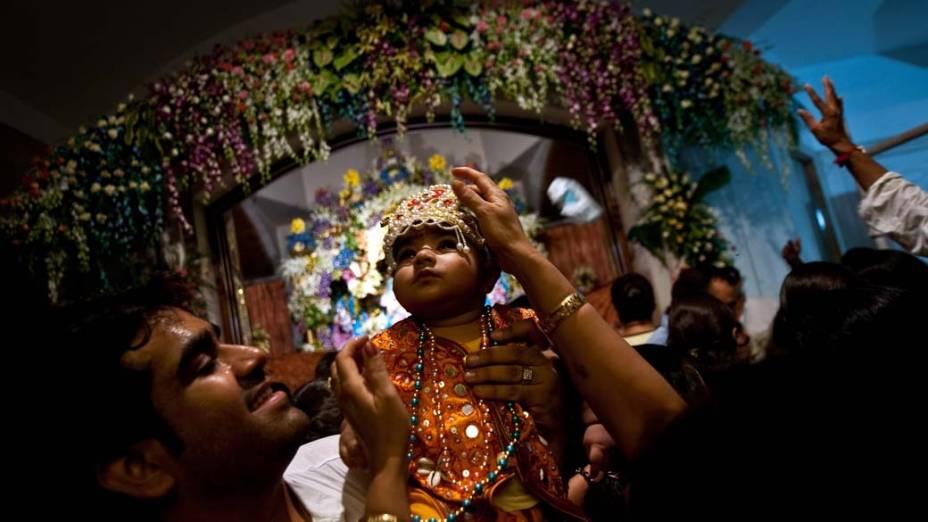 Indianos no festival Janmashtami, que celebra o nascimento do deus hindu Krishina, em Nova Délhi