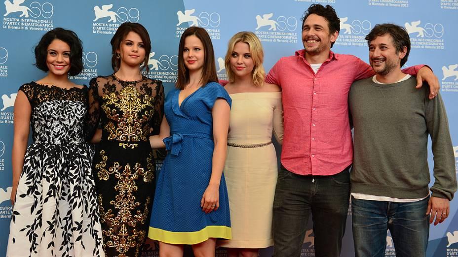 As atrizes Vanessa Hudgens, Selena Gomez, Rachel Korine, Ashley Benson, o ator James Franco e o cineasta Harmony Korine divulgam o filme Spring breakers no Festival de Veneza, em 05/09/2012