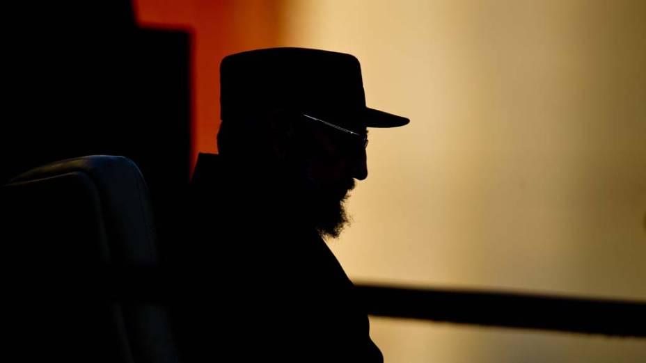Fidel Castro fala com estudantes na Universidade de Havana